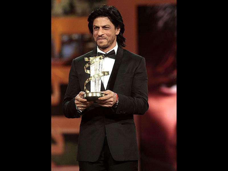 Shah Rukh Khan poses with the award.