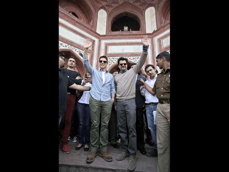 Grand welcome! Crowd gathers around Tom Cruise who's accompanied with Anil Kapoor at Taj Mahal. (AP)