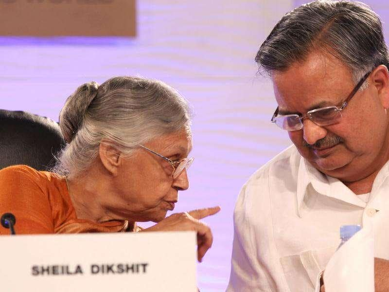 Delhi chief minister Sheila Dikshit shares a thought with her Chhattisgarh counterpart Raman Singh during the HT Leadership Summit 2011 in New Delhi. HT Photo by Sanjeev Verma