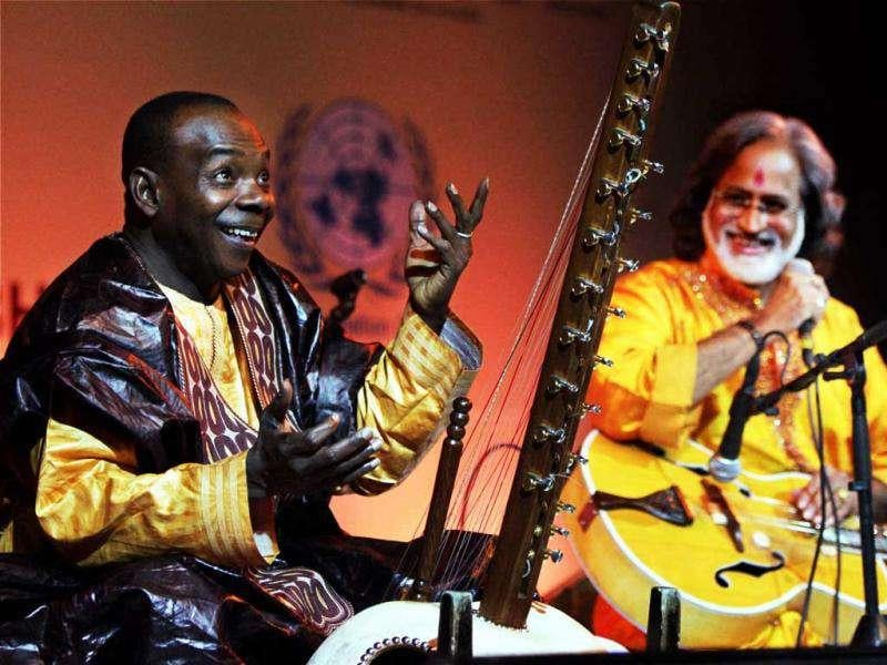 Toumani Diabate (L) UNAIDS Goodwill Ambassador and Pandit Vishwamohan Bhatt acclaimed Grammy award winners perform with their musical instrudents Kora and Veena during a Jugalbandi in New Delhi. The concert was part of an initiative to raise awareness on World Aids Day. PTI/Kamal Kishore