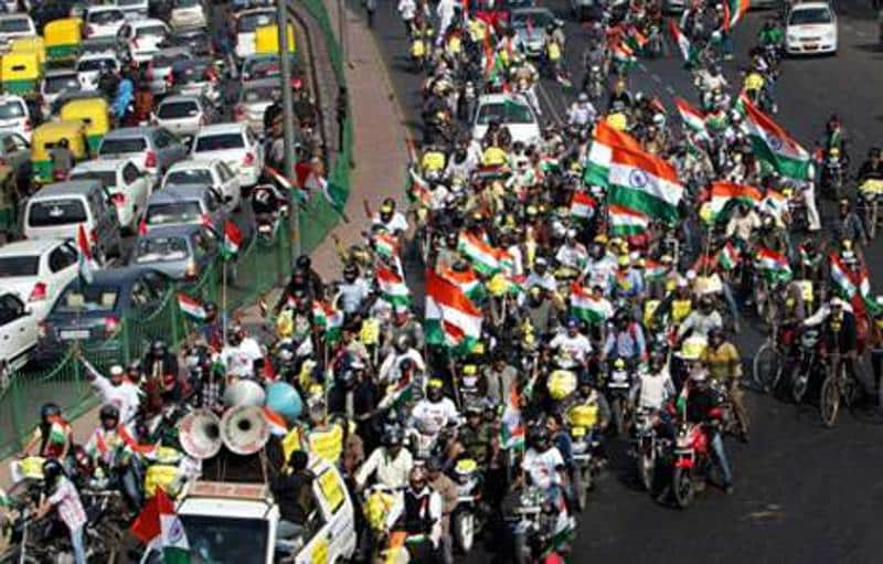 Lokpal: Anna supporters take out car,bike rally in Delhi