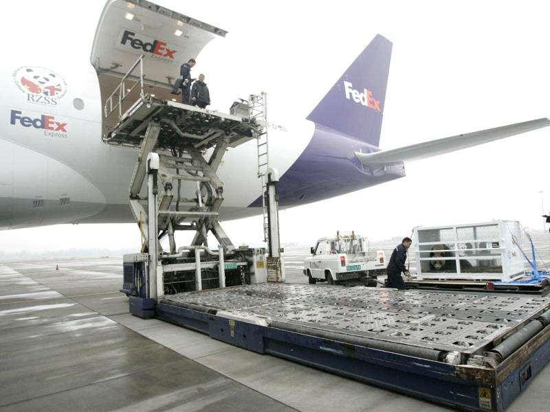 Staffs transport giant panda Yang Guang in a FedEx container onto the plane at Chengdu Shuangliu International Airport, Sichuan, China. The two giant pandas, Tian Tian and Yang Guang, are loaned to a zoo in Britain for ten years. Reuters