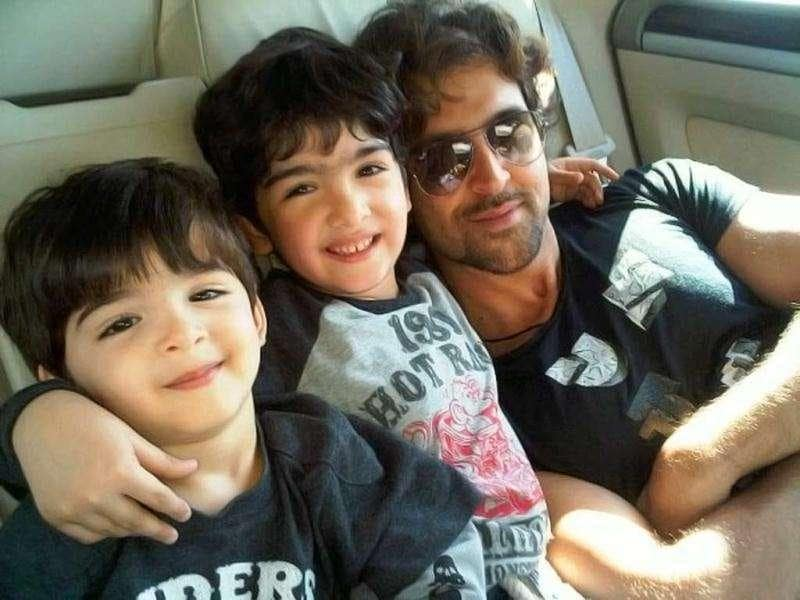 Hrithik Roshan with his two sons Hrehaan and Hridhaan.