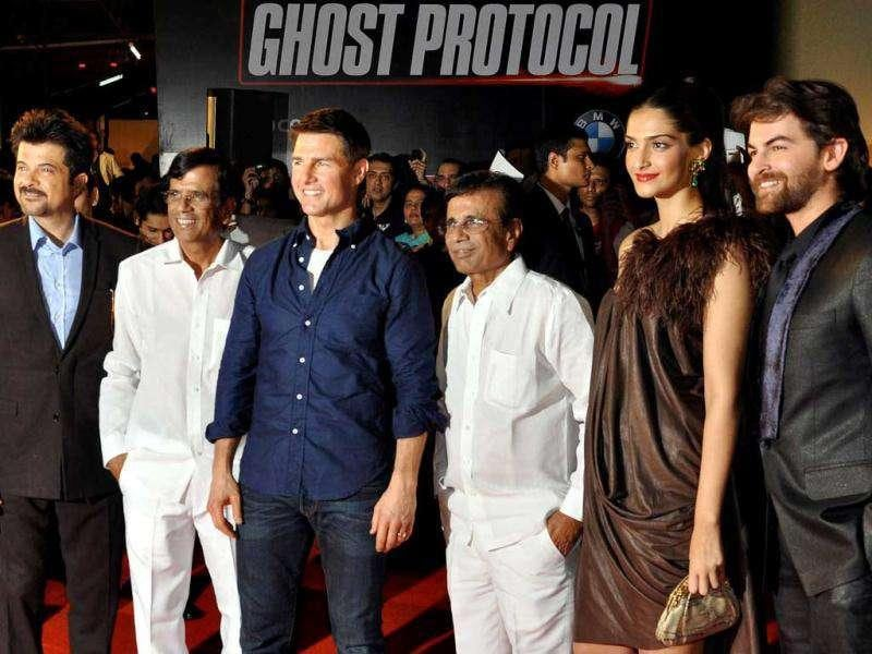 The Players team - Abbas-Mustan, Sonam Kapoor, Neil Nitin Mukesh pose with Hollywood actor Tom Cruise and Anil Kapoor. AFP photo
