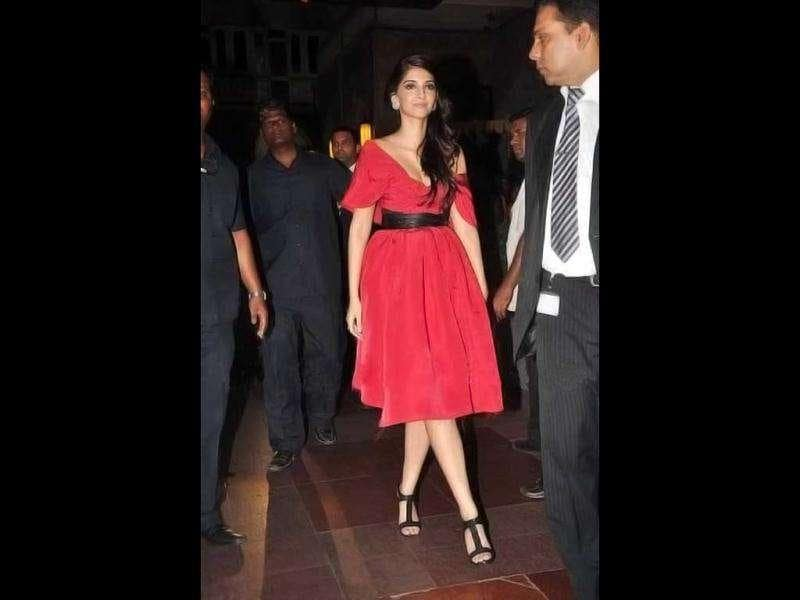 Sonam Kapoor arrived at the event in a haute pink off-shoulder dress. (Photo Courtesy: Bubbles, Pinkvilla)