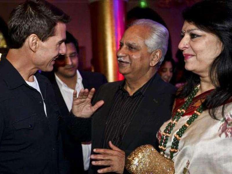 Cruise in conversation with Sholay director Ramesh Sippy and his wife Kiran Juneja. (Photo Courtesy: Smitag, Pinkvilla)
