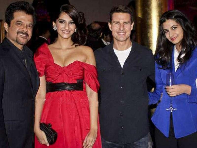 The Kapoor khandan: Anil, Sonam and Rhea pose with Tom Cruise (2nd from Right) (Photo Courtesy: Smitag, Pinkvilla)