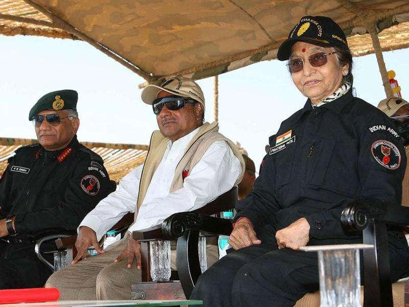 President Pratibha Devising Patil with defence minister AK Antony and Chief of Army Staff Gen VK Singh, witnessing the Army exercise 'Sudarshan Shakti' 40 KM south east of Barmer, Rajasthan.