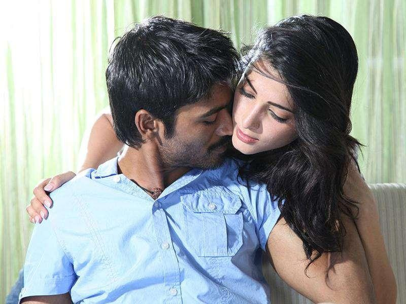 Rajinikanth's son-in-law Dhanush and Shruti Haasan are all set to alight the screen with their sizzling chemistry in Tamil movie 3. And with Kolaveri Di a huge success already the film's popularity has gone through the roof.
