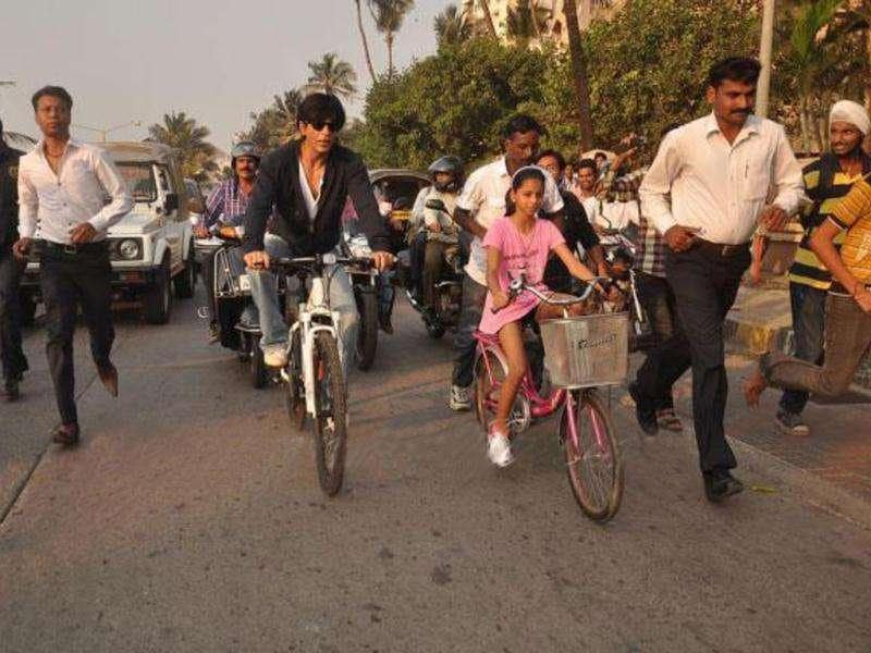 The two were cycling around SRK's house Mannat at Bandstand. (Photo Courtesy: smitag, Pinkvilla)