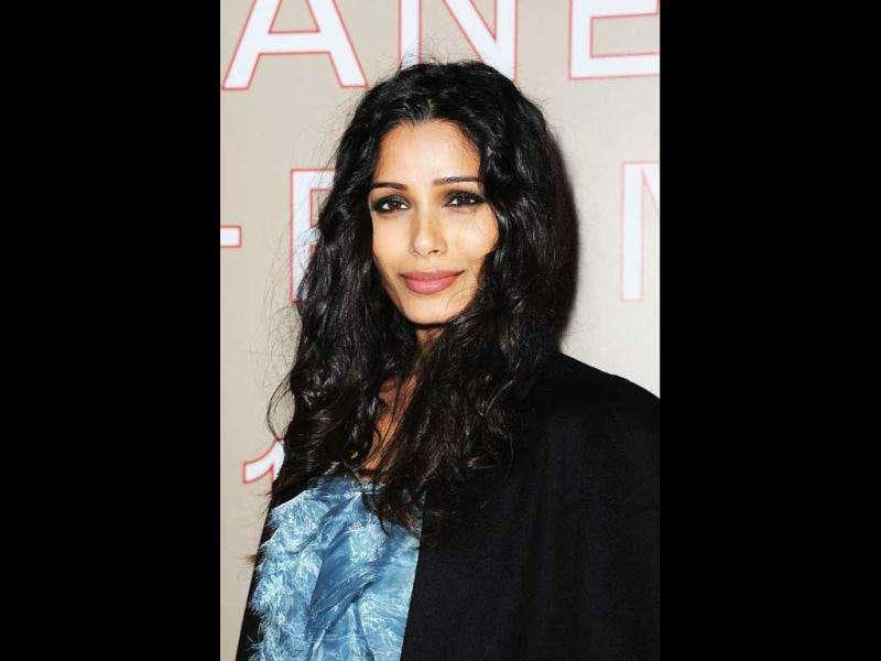 Freida Pinto looks not too bad in her get-up.