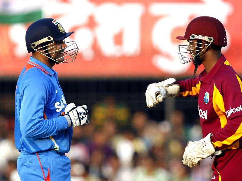 Sehwag shares some light moments with WI wicketkeeper Ramdin during their 4th ODI at Holkar Stadium in Indore. HT Photo/Santosh Harhare