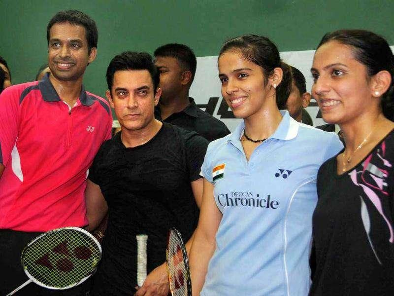 From left to right- Pullela Gopi Chand, Aamir Khan, Badminton players Saina Nehwal and Aprna Popat after an exhibition match at the event.