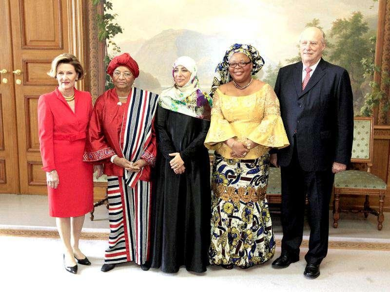 Norway's King Harald V (R) and Queen Sonja (L) pose with Nobel Peace Prize winners Liberian peace activist Leymah Gbowee (2nd R), Yemeni journalist Tawakul Karman (C) and Liberia's President Ellen Johnson-Sirleaf at the Royal Castle in Oslo. The Nobel Peace is award ceremony is hedl every year on the International Human Rights Day. Reuters/Lise Aaserud
