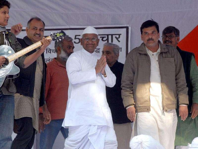 Social activist Anna Hazare arrived at Jantar Mantar to sit on dawn-to-dusk fast for Lokpal bill in New Delhi.