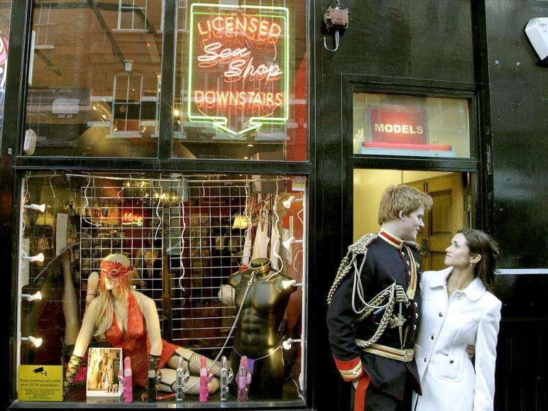 Lookalikes of Britain's Prince Harry and Pippa pose outside an adult shop during a media event in London. Stefan Wermuth/Reuter