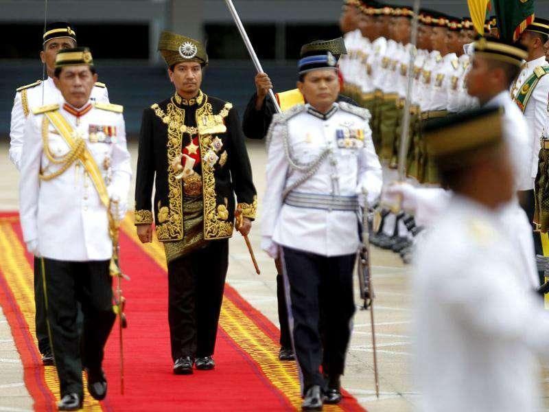 Malaysia's outgoing king Sultan Mizan (C) inspects an honour guard during a farewell ceremony at the parliament square in Kuala Lumpur. Reuters/Bazuki Muhammad
