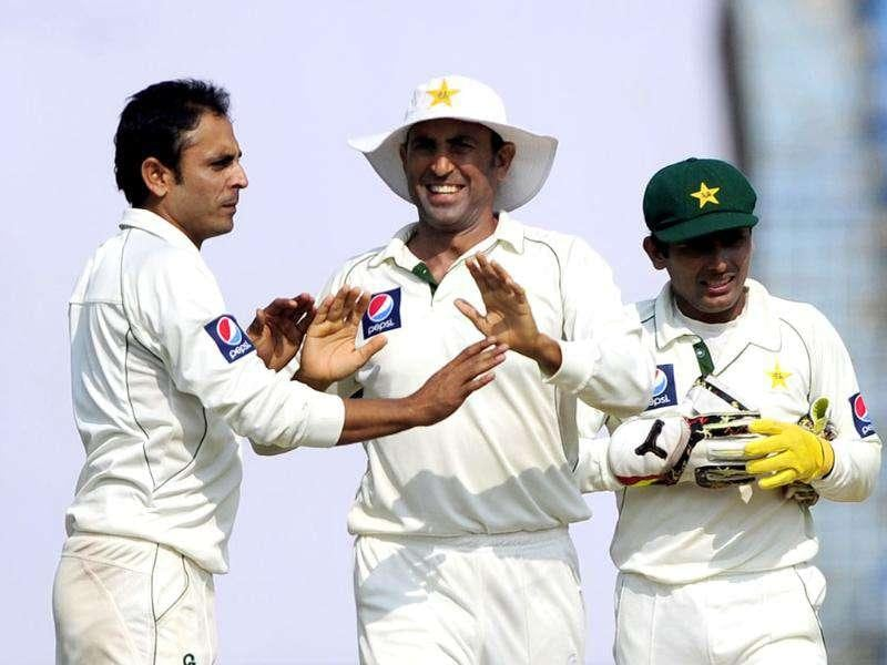 Pakistan's bowler Abdur Rehman (L) celebrates with his temamate Younis Khan (C) and Adnan Akmal (R) after the dismissal of the unseen Bangladeshi batsman Nazim Uddin during the fourth day of the first cricket Test match against Bangladesh in Chittagong. AFP Photo/Munir uz Zaman