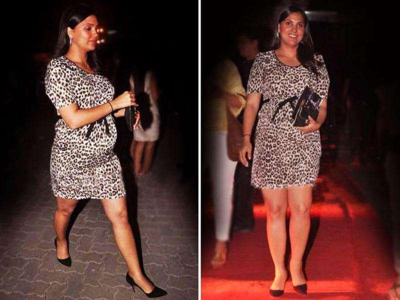 Mom-to-be Lara was spotted in a stylish short dress flaunting her baby bump gracefully. Lara Dutta along with other stars attended Rohan Sippy's musical debut at Chivas Studio.