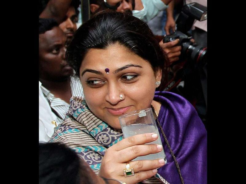 DMK leader and actress Kushbu drinks juice at end of day-long fast on the Mullaperiyar dam issue, at Anna Arivalayam in Chennai.
