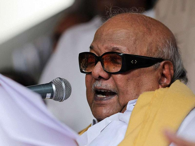 DMK chief minister Karunanidhi addressing at the end of day-long fast on the Mullaperiyar dam issue, at Anna Arivalayam in Chennai.