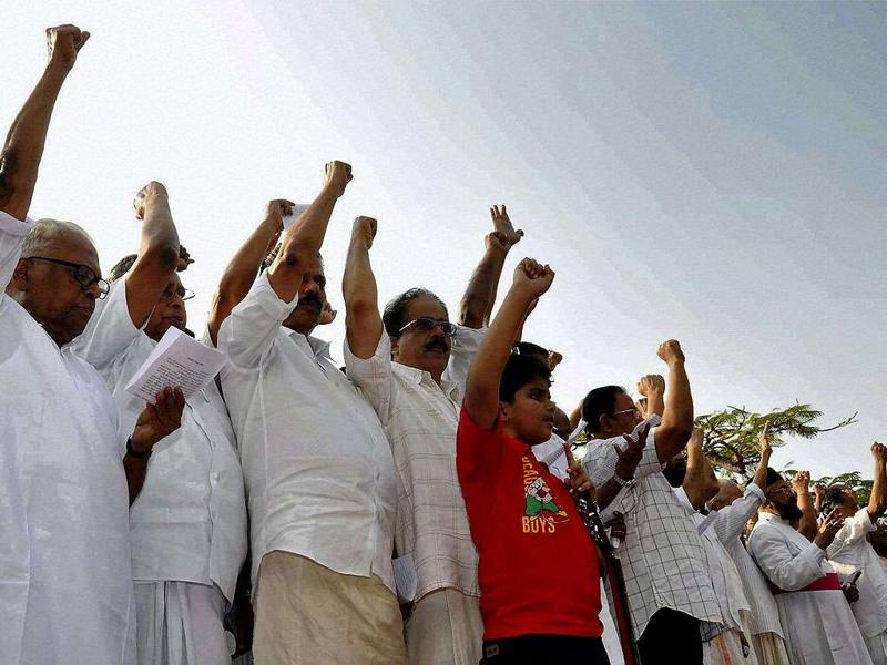Former Kerala CM VS Achuthanandan along with other members of Left Democratic Front forming a human chain during a protest over Mullaperiyar dam in Kochi.