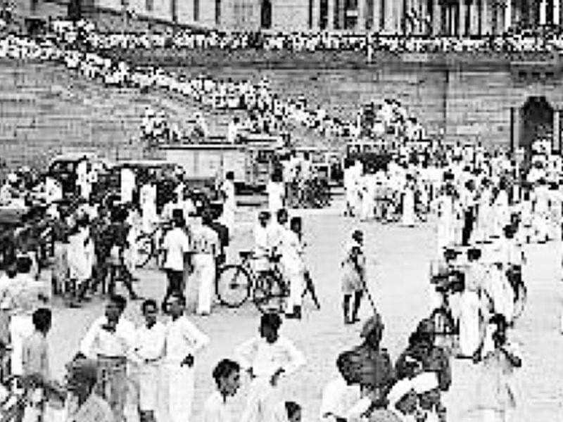 Celebrating August 15, 1947: Delhi celebrated Independence Day in a big way. Roads had been cleaned and festooned with tricolours, and arches erected over many of them. The highlight of the day was a flag salutation parade organised in the evening at the Prince's Park. Around half a million people — who came on foot, bicycles and cars — gathered to witness the event. All roads leading to Prince's Park were jampacked. PHOTO COURTESY: AP