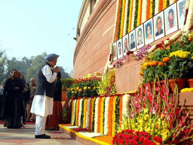 Prime Minister Manmohan Singh pays floral tribute to martyrs of Parliament attack on 10th anniversary at Parliament House in New Delhi.