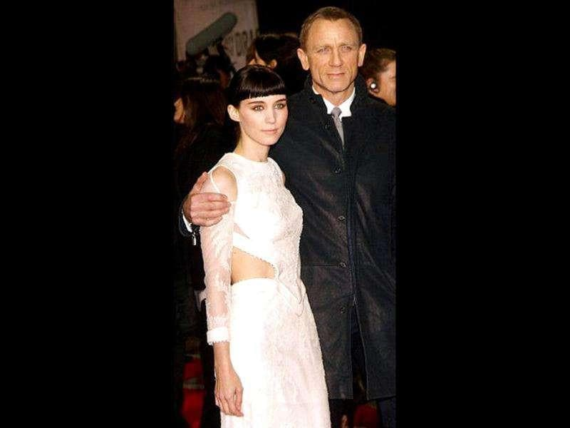 Hollywood stars appeared on the World Premiere of The Girl with the Dragon Tattoo along with the cast members Daniel Craig and Rooney Mara.