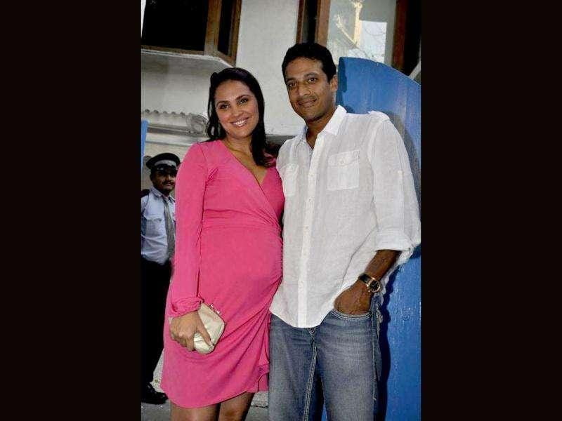 Mommy-to-be Lara Dutta looks more radiant than ever as she shows off her baby bump with husband Mahesh Bhupathi.