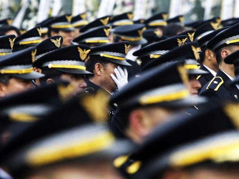 South Korean police officers observe a moment of silence during a funeral ceremony for Coast Guard officer Lee Cheong-ho who was allegedly stabbed by the Chinese fishing boat captain on the South Korean waters of the Yellow Sea, in Incheon. (AP/Ahn Young-joon)