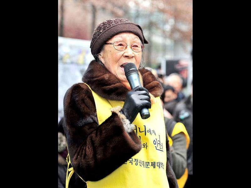 South Korean Kim Bok-Dong, who served as a sex slave for Japanese soldiers during World War II, speaks during the 1,000th weekly protest in front of the Japanese embassy in Seoul. (AFP/Jung Yeon-Je)