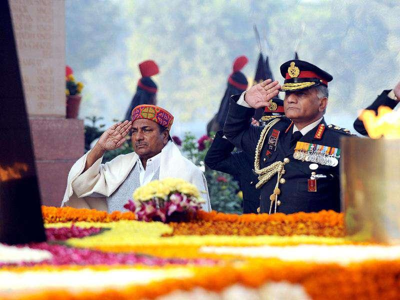 Defence minister AK Antony (L) and India Army Chief VK Singh salute during Vijay Divas celebrations at India Gate in New Delhi.