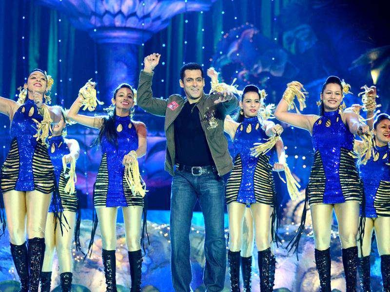 Salman Khan was the eye candy at Colors Golden Petal Awards 2011 as he performed to his famous songs onstage. Akshay Kumar introduced his new friends to Neelam. Who were they? Check out the pics.