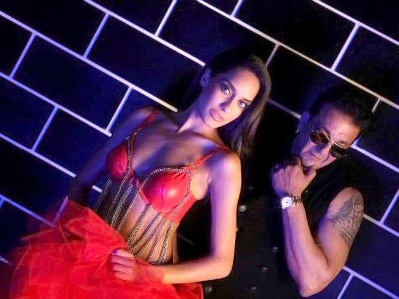 Lisa Haydon made an ordinary song Sayyian from Rascals sizzling hot with her movies.