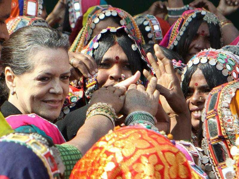 Congress party president Sonia Gandhi smiles as she meets the tribal women during the inauguration ceremony of National Convention on Empowerment to Tribal Women in New Delhi. (HT Photo/Sonu Mehta)