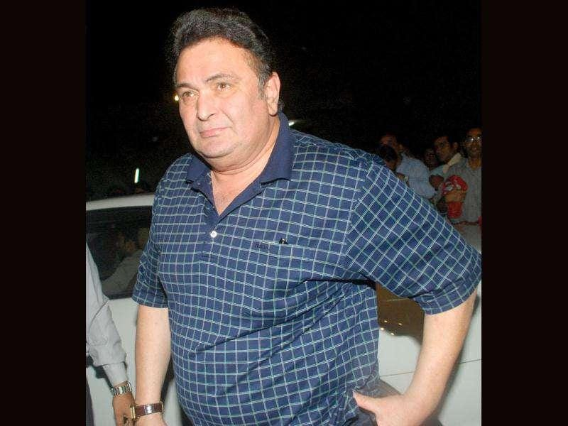 Actor Rishi Kapoor arrives to pay tribute to actor Dev Anand during a condolence meeting in Mumbai on Friday. (UNI)