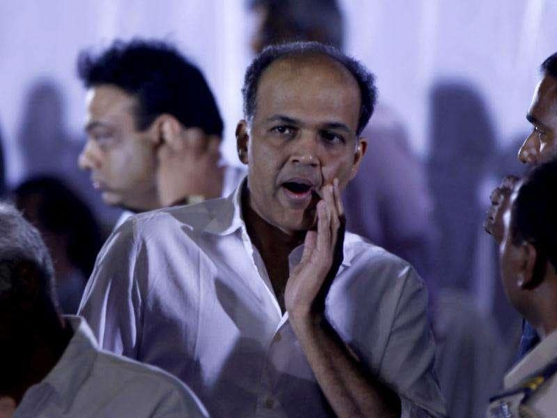 Bollywood director Ashutosh Gowariker greets people during a memorial service for legend Dev Anand in Mumbai on Friday. (HT Photo/Sattish Bate)