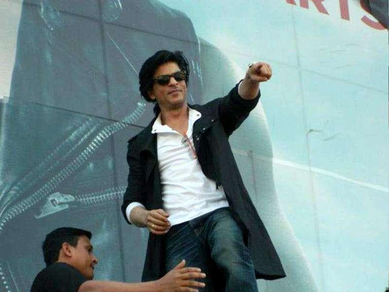 SRK looks uber cool as he promotes Don 2 in Nagpur.