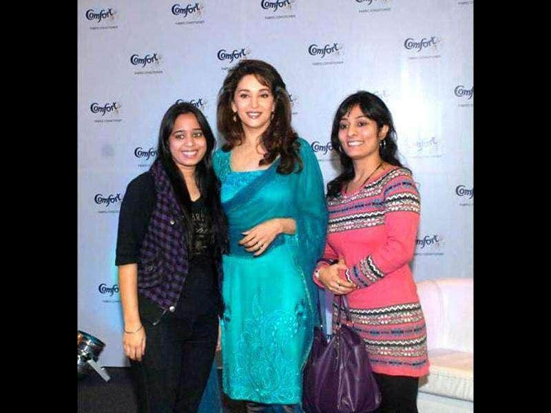 Madhuri Dixit Nene poses with the winners of the 'Face to Face with the Ever Fresh Madhuri Dixit Contest' held by the Comfort Fabric Softener. Check out pics.