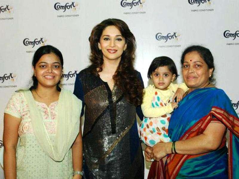 Madhuri Dixit looks resplendent in this outfit.
