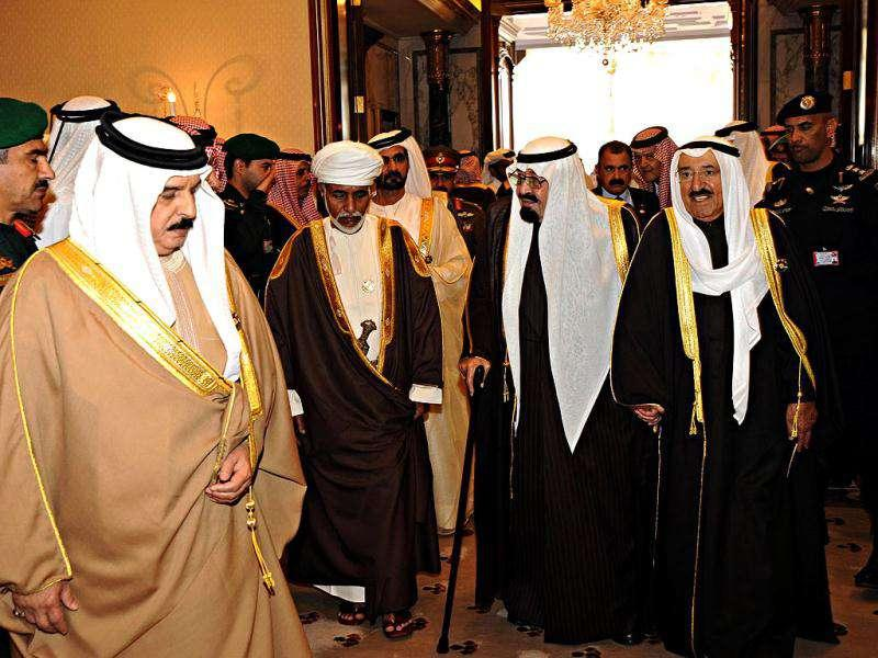 Bahrain's King Hamad bin Isa al-Khalifa, Sultan Qaboos bin Saiid of Oman, Dubai's Shiekh Mohammed bin Rashid al-Makhtoun, Saudi Arabia's King Abdullah, and Kuwait's Sheikh Sabah al-Ahmad al-Sabah, leave after their Gulf Cooperation Council (GCC) meeting in Riyadh. (Reuters)