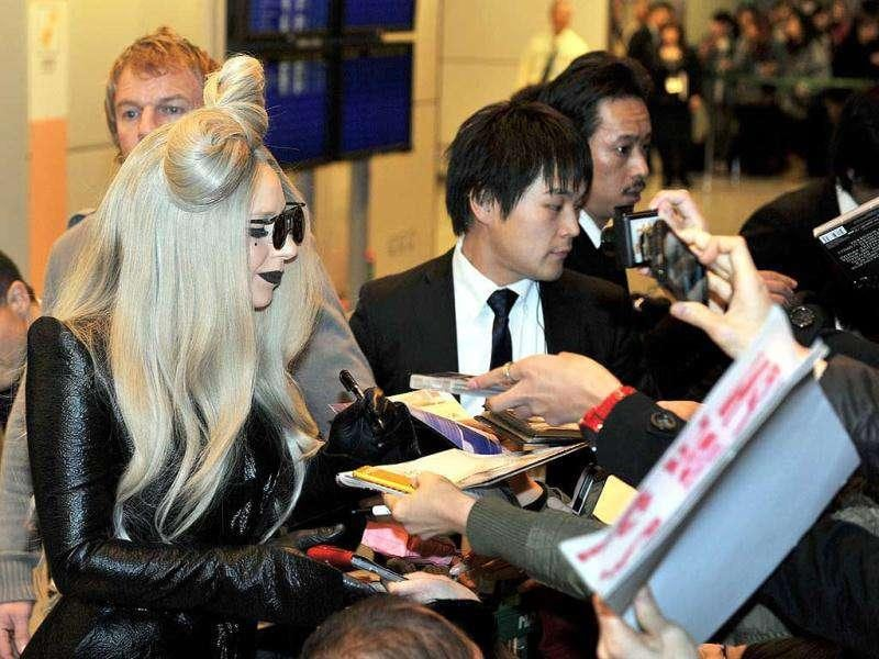 Gaga signs autograph for her fans. (AP Photo)