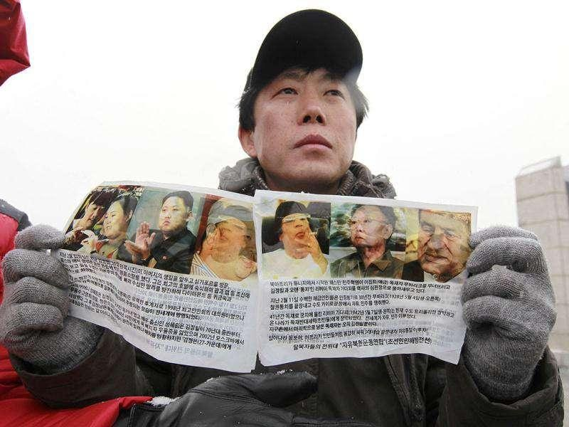 Park Sang-hak, a North Korean defector and an anti-North Korea activist living in South Korea, shows anti-North Korea leaflets toward the North before sending them by balloons at the Imjinkak pavilion, near the demilitarized zone which separates the two Koreas in Paju, about 50 km north of Seoul. Reuters/Kim Kyung-Hoon