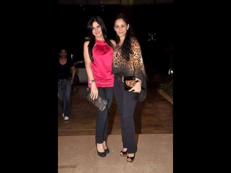 Zarine Khan (L) and Sanjay Dutt's wife Maanyata were also present at the event.