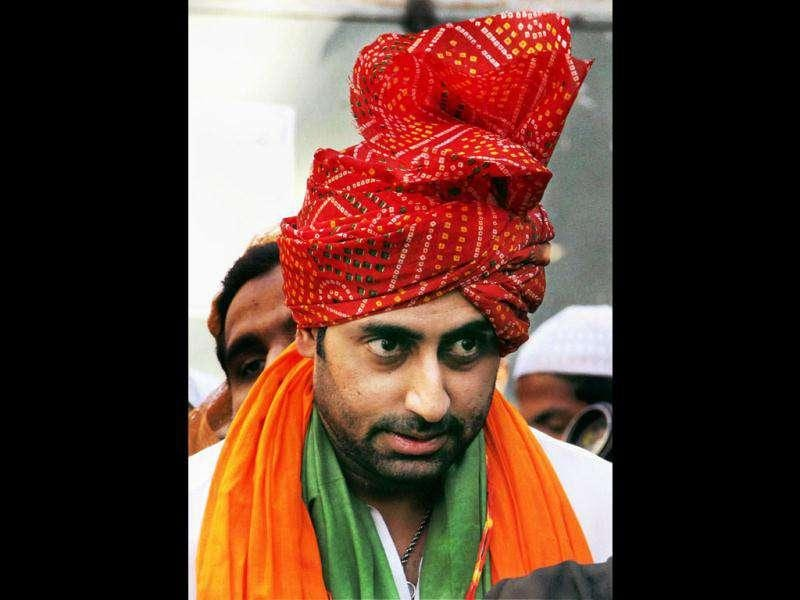 Abhishek Bachchan pays visit to the shrine of Sufi saint Khwaja Moinuddin Chishti in Ajmer on Dec 21.