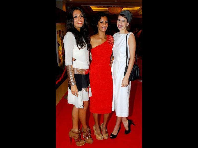 Actor Kalki Koechlin (R), who walked in with close pal and Delhi Belly star Poorna Jagannathan (C) and Monica Dogra (L) admitted she'd spent the better half of the evening trying not to spill red wine on her chic white dress. (Photo: Prodip Guha)
