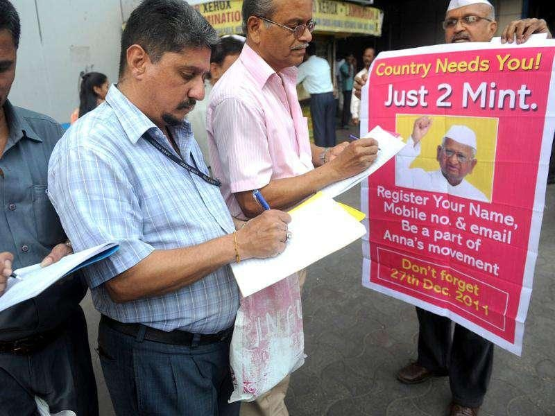Citizens sign up in support of social activist Anna Hazare and his opposition to the proposed Lokpal Bill in its current form in Mumbai. AFP Photo