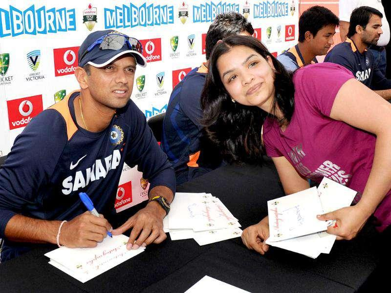 Cricketer Rahul Dravid (L) poses with a fan as members of the Indian and Australian teams meet the public at an event in Melbourne. AFP Photo/William West