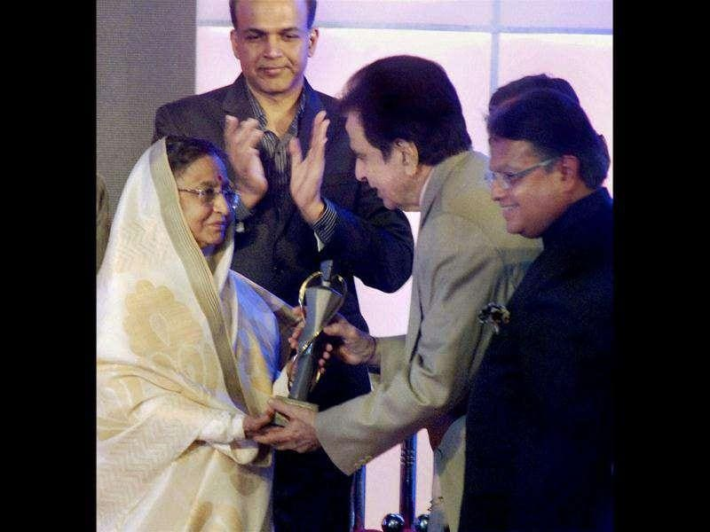 Pratibha Patil presents the Lokmat Jeevan Gaurav (Lifetime Achievement) Award for the Year 2011 to veteran actor Dilip Kumar in Mumbai on Dec 20. (PTI Photo)